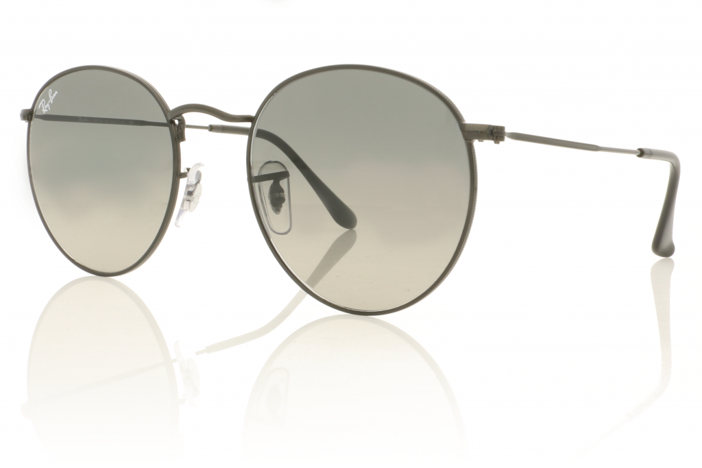 Image of Ray-Ban sunglasses with polarised lenses